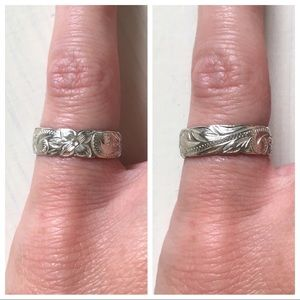 Jewelry - 🌸🍃925 Sterling Silver Floral Patterned Band Ring